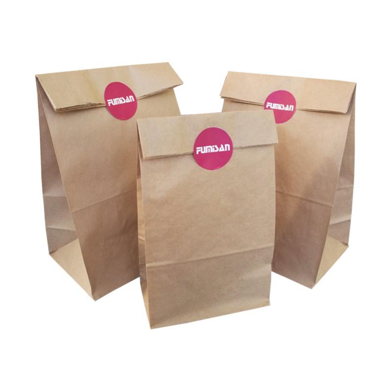 Sugerencia de presentación. Cierre de bolsa con pegatina corporativa de tu empresa.